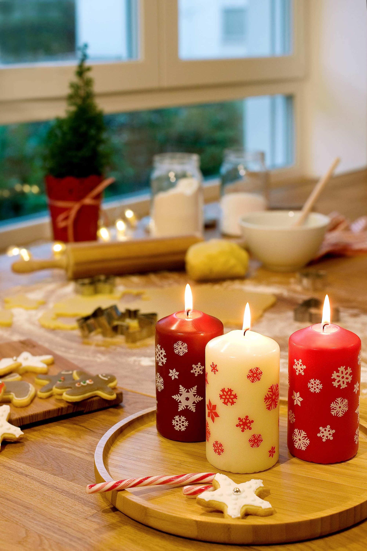 fr hliche weihnachten in rot un pressemitteilung. Black Bedroom Furniture Sets. Home Design Ideas
