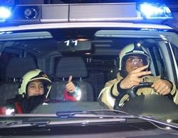 Die Feuerwehrleute von morgen? Für große Begeisterung sorgte die Evonik-Werkfeuerwehr bei den Flüchtlingskindern der Schillerschule in Rheinfelden.