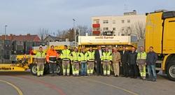 Das Team von Welti-Furrer bei der Auslieferung des Fahrzeuges. Foto: Welti-Furrer