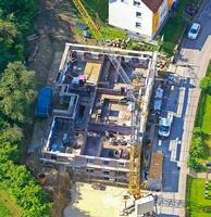 Auch in der Barbarassastraße in Giengen realisiert die Kreisbau eines ihrer neuen Typenhäuser. Foto: Geyer Luftbild