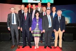 Das Management der Zumtobel Group mit den Jubilaren.