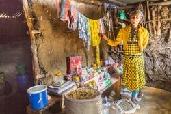 Kabenu Bekel erfolgreiche Shop-Besitzerin dank Menschen für Menschen Frauenprogramm.