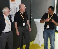 Nobelpreisträger der Physik 2015, Arthur McDonald (l.) folgte der Einladung von Continental.