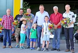 Beim Jubiläum 25 Jahre Alois Müller in Burkersdorf wurden auch die Jubilare geehrt, auf dem Foto von links: (siehe ausführliche Bildunterschrift im Fließtext) Foto: Alois Müller
