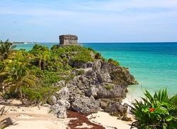 Tulum in Mexiko gehört zu den Maya-Fundstücken, die direkt am Meer liegen (Abdruck honorarfrei / Credit: swisshippo, Fotolia).