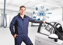 Die vernetzte Werkstatt: Bosch Connected RepairConnected Repair verbindet vorhandene Bosch-Diagnosesysteme in der Werkstatt: Ermittelte Fahrzeugdaten stehen sofort auch an allen anderen PC-gestützten