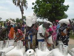 Die Welthungerhilfe verteilt auch weiterhin als eine der wenigen Hilfsorganisationen Nahrungsmittel im Norden des Landes rund um Bentiu.