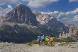 Begeisterte Bergläufer dürfen sich beim Delicious Trail Domomiti auf eine atemberaubende Naturlandschaft freuen. Foto: Pierluigi Benini