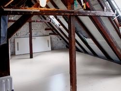 Perfekte Dämmung der obersten Geschoßfläche mit den GABA-D-D-Elementen von JOMA in den SDW-Häusern in der Erkrather Straße in Düsseldorf. Foto: GABA