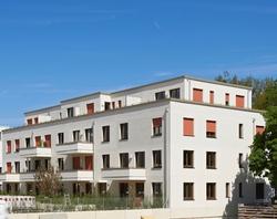 Im Domagk-Park in Schwabing-Nord sind zwei Mehrfamilienhäuser in Holzbauweise mit 26 attraktiven Wohneinheiten entstanden. Foto: Simon Katzer