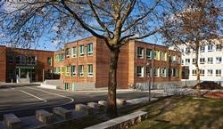 Kaum wiederzuerkennen – die Grundschule in der Albert-Schweitezr-Straße in Ottobrunn wurde rundum erneuert. Foto: S. Katzer, Architektur