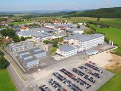 Unternehmenssitz der Zollner Elektronik AG in Zandt bei Regensburg (Bildquelle: Zollner Elektronik AG)