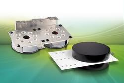 Mit ROLINX CapEasy und CapPerformance präsentiert  ROGERS  neue, ausfallsichere Stromschienenlösungen. Die kompakten Kondensator-Stromschienenbaugruppen überzeugen mit einer erhöhten Leistungsdichte