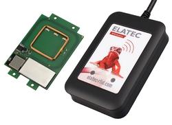 Neue Modulfamilie von Elatec RFID Systems – TWN4 MultiTech 2 BLE (hier: OEM-PCB und Desktop-Version)(Bildquelle: Elatec)