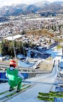 Auch der deutsche Nordische Kombinierer Fabian Rießle bereitet sich auf der Großen Schattenbergschanze in Oberstdorf auf den bevorstehenden Weltcup-Winter vor. Foto: OK Vierschanzentournee