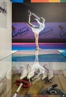 Originale aus längst vergangenen Wettkampfzeiten lassen sich in der Ausstellung Olympic Winters in Cortina d'Ampezzo bewundern, wie Schlittschuhe oder Curling-Equipement. Foto: Cortina Marketing
