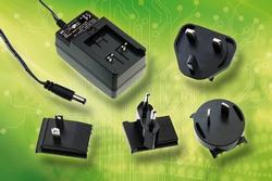 GE30 Steckernetzteil mit austauschbaren AC-Steckereinsätzen im Vertrieb von Emtron electronic (Nauheim).
