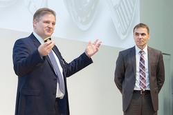 Sven-Olaf Schulze, Vorsitzender der GfSE, mit Uwe Wagner, dem Keynote-Sprecher des Gastgebers Schaeffler Technologies AG & Co. KG(Bildquelle: Max Etzold, fotografie-etzold.de)