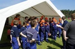 Wie bei Jogis EM-Team: Die erste Mannschaftsbesprechung im neuen Zelt. (Fotoquelle: Evonik)