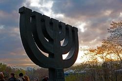 Menora - Gedenken an die jüdischen Opfer des Massakers von Babi Yar. Foto: Marco Limberg